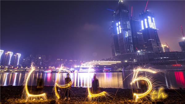 重庆召唤师,以光绘献礼LPL五周年